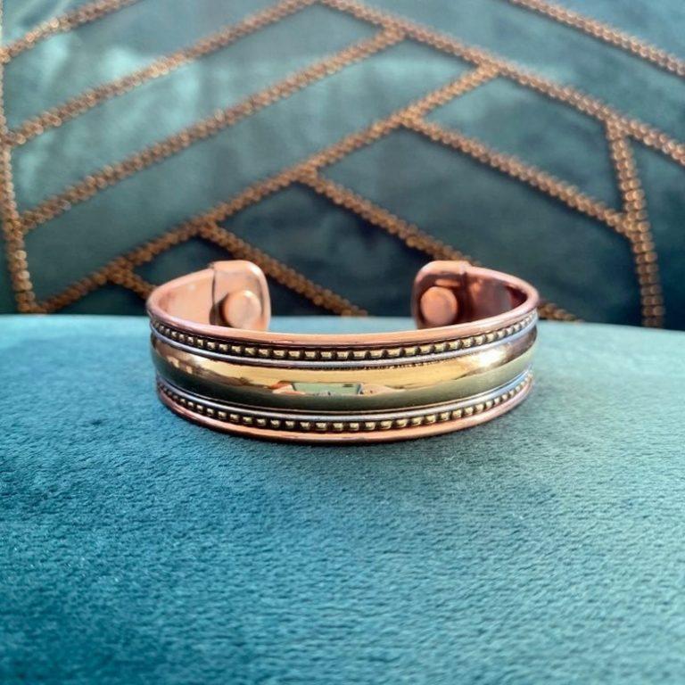 Bracelet en cuivre et aimants, fabriqué en Inde à la main. Bijou traditionnel