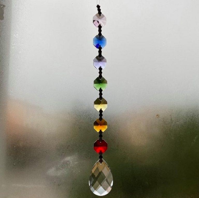 attrape soleil en cristal.7 chakras qui illuminera votre intérieur en reflétant les rayons de soleil. Capteur en cristal, taillé en forme de goutte