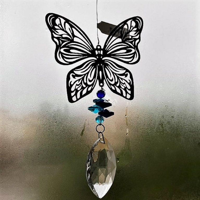 attrape soleil en cristal. Papillon bleu qui iluminera votre intérieur en reflétant les rayons de soleil.