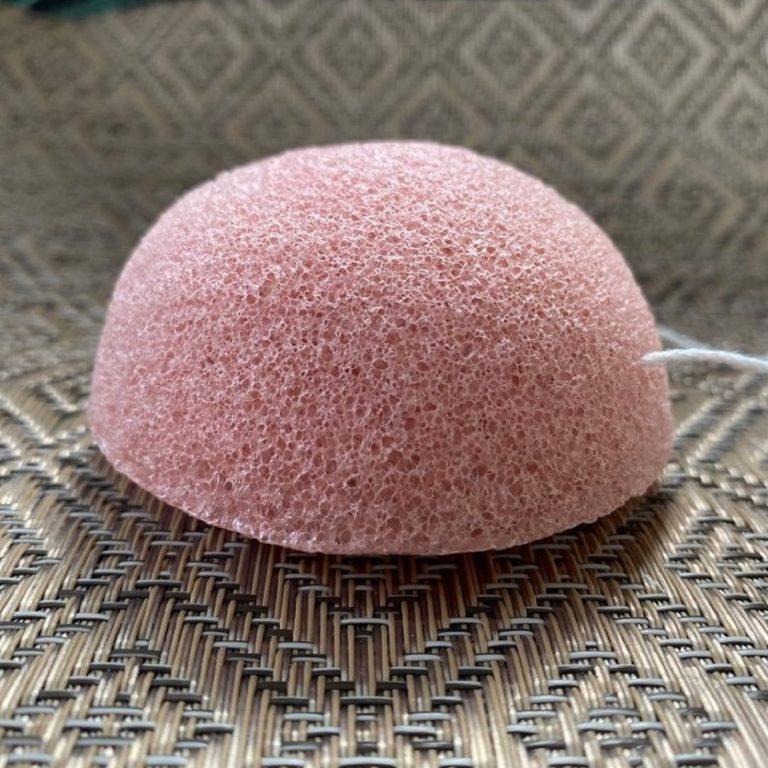 Eponge de Konjac rose. Soin exfoliant et nettoyant pour le visage
