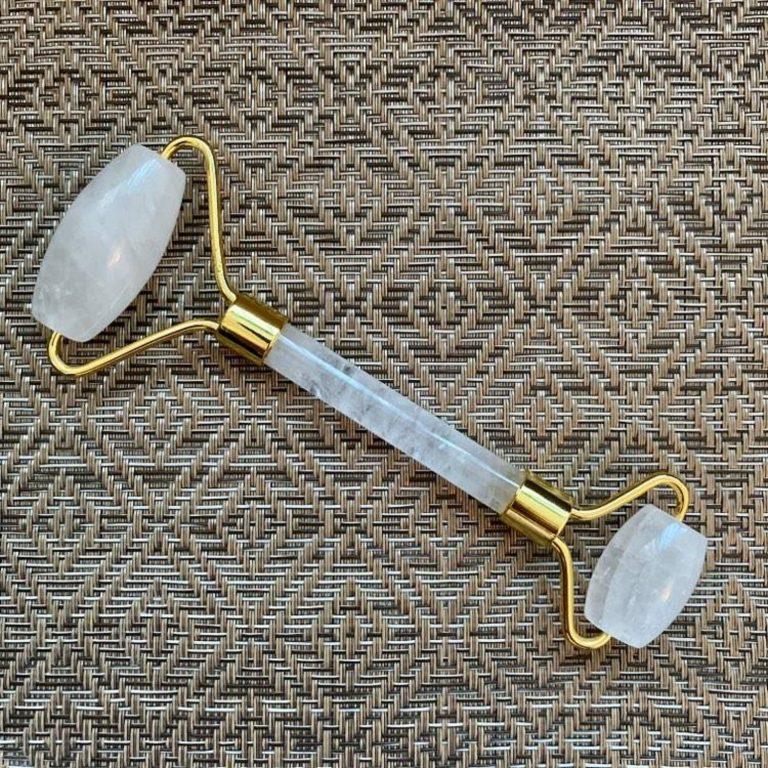 Rouleau de visage en cristal de roche minéral pour le massage du visage