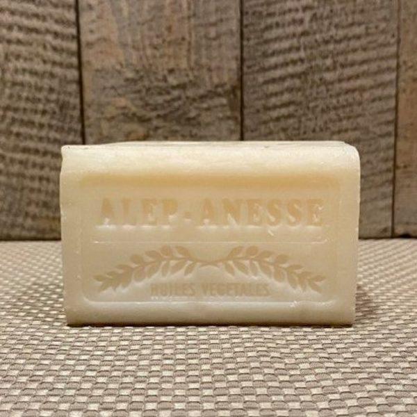 savon à base de 20% de copaux de savon d'Alep et au lait d'ânesse biologique. Idéal pour les peaux fragiles, à problèmes ou matures