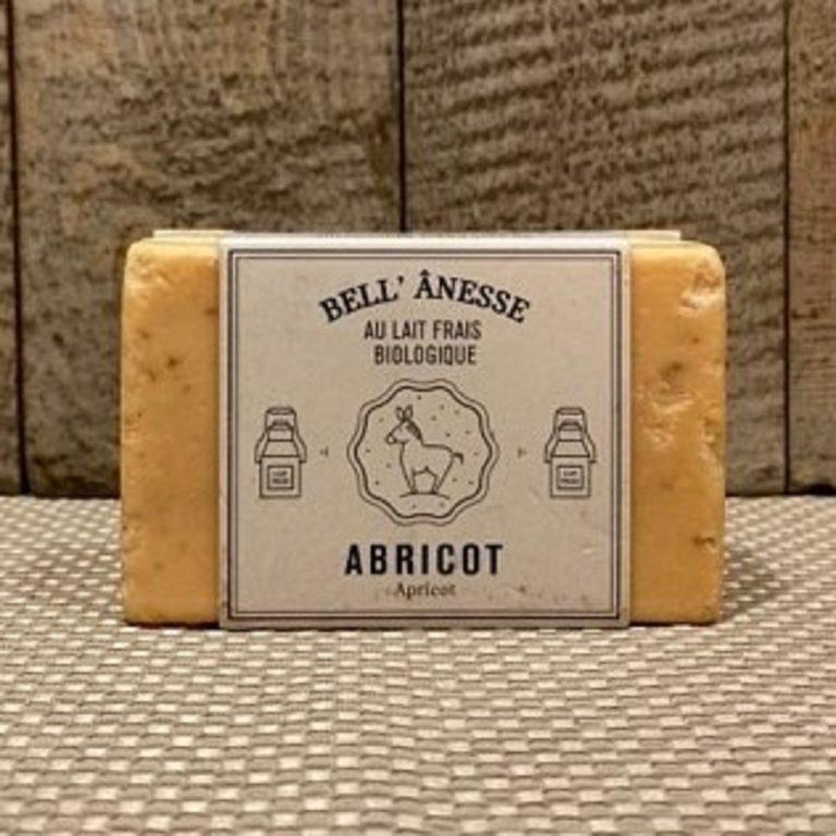 savon exfoliant au lait d'ânesse biologique et à l'abricot. Gommage du visage et corps