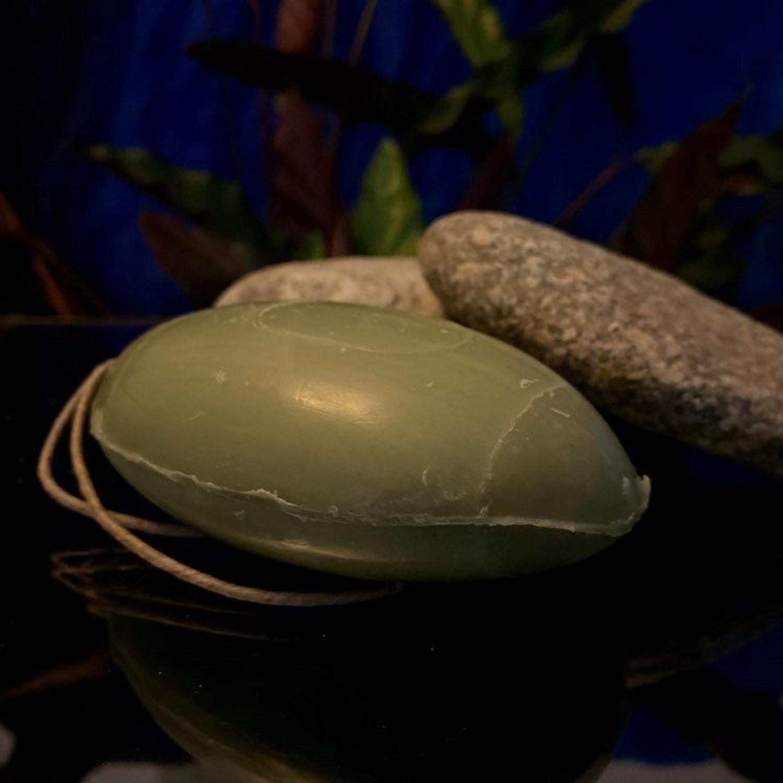 Savon à l'huile essentielle d'Eucalyptus, huile de Pépin de raisin et Spiruline bio, 155g avec corde, Homme